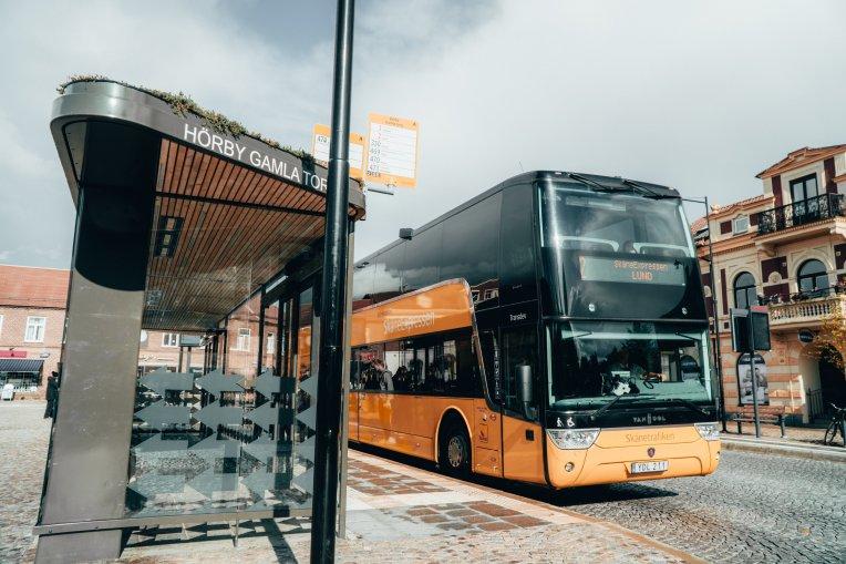 SkåneExpressen på Gamla torg vid busshållplats