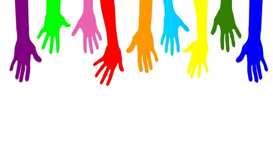 Illustration på nio händer i olika färger som pekar nedåt