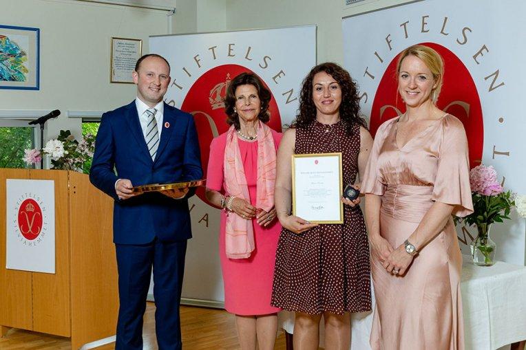 Foto: Drottning Silvia med pristagare