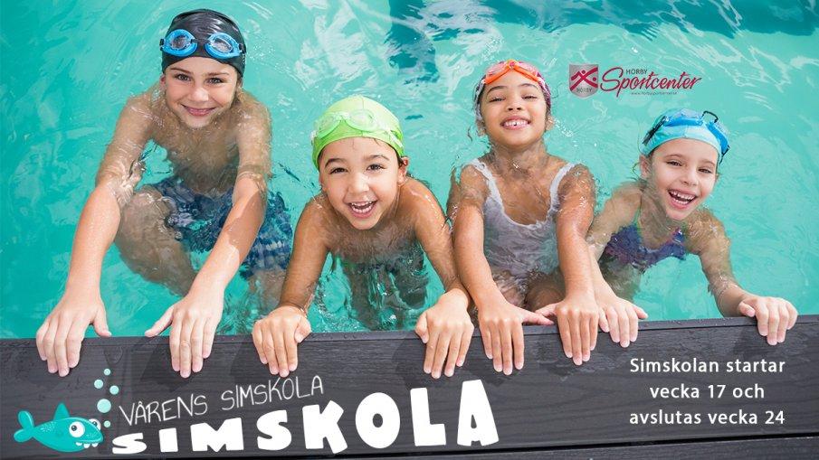 Fyra glada barn i pool
