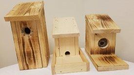 Fågelholkar från hantverksgruppen Omega